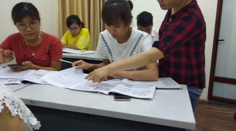Buổi học tại trung tâm của lớp kế toán tổng hợp