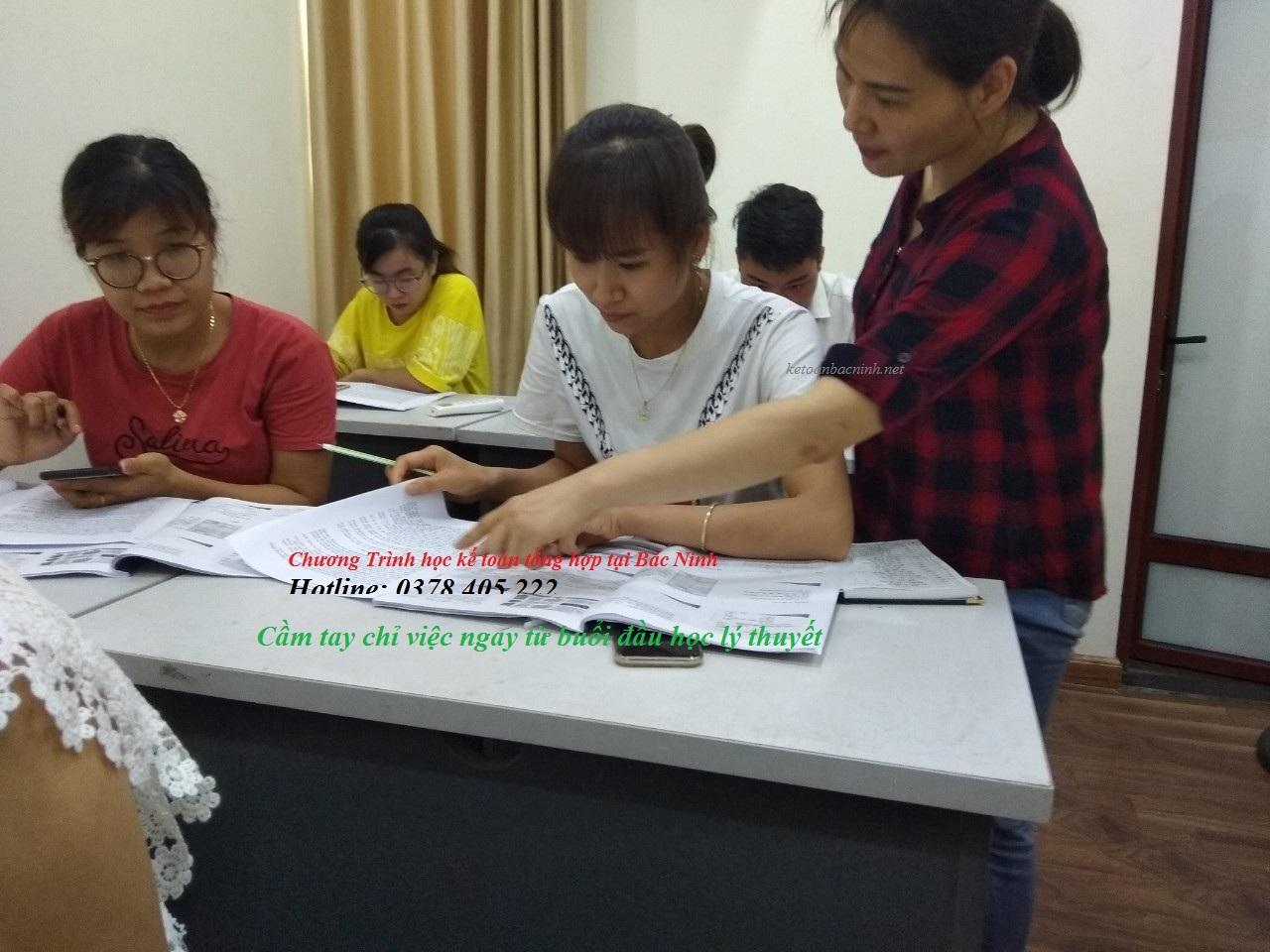 Ảnh lớp học kế toán tổng hợp ở Bắc Ninh